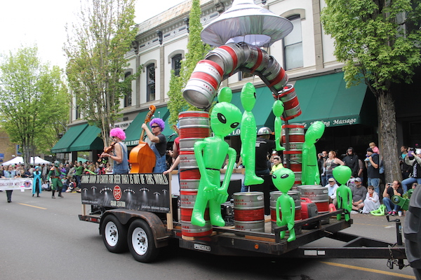 McMinnville Aliens